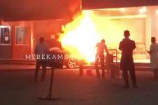 Baru Terparkir 10 Menit, Mobil BMW Tiba-tiba Terbakar, Sebegini Kerugiannya - JPNN.com