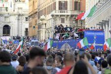 Waduh! Arak-arakan Juara Timnas Italia Ternyata Ilegal, Begini Penjelasannya - JPNN.com