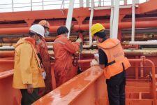 Layanan Tanpa Batas, Bea Cukai Ambon Membantu Ekspor Perdana Kalrez Petroleum Ltd - JPNN.com