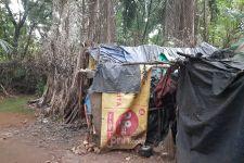Pasutri Tinggal di Gubuk di Hutan Kota Kawasan Tol Jagorawi - JPNN.com