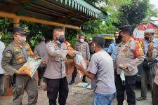 Masih PPKM Darurat, Polisi di Daerah Ini Bagikan 400 kg Beras per Hari - JPNN.com