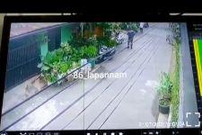 Detik-Detik Aksi Pelaku Curanmor di Jaksel Terekam CCTV, Lihat - JPNN.com