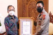 Bali Patut Berbangga, Koster Diganjar Pin Emas Jenderal Listyo Prabowo, Ternyata Karena Ini - JPNN.com