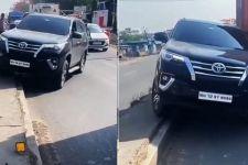 Ada Kemacetan Panjang di Jalan, Lihat Apa yang Dilakukan Sopir Mobil Ini - JPNN.com