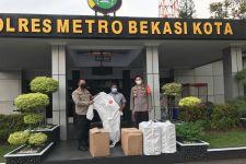 Waras Wasisto Serahkan Bantuan Ribuan APD Untuk Polres Metro Bekasi Kota - JPNN.com