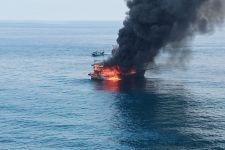 Kapal Nelayan Terbakar di Perairan Pulau Berhala, 1 ABK Meninggal Dunia, 2 Dilaporkan Hilang - JPNN.com