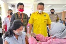 Kunjungi Sentra Vaksinasi Covid-19 HIPMI, Bamsoet: Tidak Perlu Menunda-nunda - JPNN.com