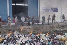 Bea Cukai Teluk Nibung Memusnahkan 1.567 Paket Pakaian Bekas dengan Cara Dibakar - JPNN.com