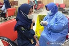 Sudah Dapat Vaksin Dosis Ketiga, Ribuan Nakes Sampang Lebih Percaya Diri - JPNN.com Jatim