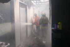 Kebakaran Hanguskan Bank BRI di Jatinegara, Sebegini Kerugiannya - JPNN.com