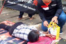Barikade 98 Salurkan Bantuan dari Erick Thohir kepada Masyarakat Terdampak Pandemi - JPNN.com
