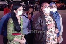 Datangi Polda Metro Jaya, Istri Richard Lee Menitikkan Air Mata - JPNN.com