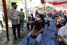 Komunitas Masyarakat Papua di Surabaya Divaksin Covid-19, Begini Pesan Irjen Nico Afinta - JPNN.com