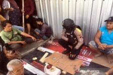 Polisi Gerebek Arena Judi Dadu, Tampang Para Lelaki Ini Langsung Lemas - JPNN.com