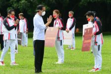 Jokowi Berikan Bonus ke Para Atlet, Greysia Polii-Apriyani Rahayu Dapat Sebegini, Wow - JPNN.com