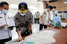Perihal Beras Bansos Berkutu, Serikat Mahasiswa Jawa Timur Ancam Seruduk Kemensos - JPNN.com