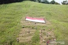 Merdeka! Merah Putih Berukuran Raksasa Terbentang di Puncak Gunung di Papua - JPNN.com