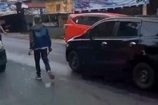 Tenteng Celurit, Ali Garang Menantang Pedagang, Langsung Ciut saat Didatangi Polisi - JPNN.com