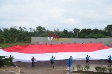 Lihat, Danrem 174 Merauke Bentangkan Bendera Merah Putih Raksasa - JPNN.com