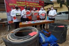 Polda Sumsel Gelar Penggerebekan di Lempuing Jaya, 1 Oknum Polisi Diciduk - JPNN.com