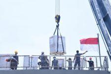 Lihat, Kapal Perang TNI AL Angkut Bantuan Medis dari Singapura - JPNN.com