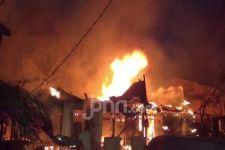 Belasan Rumah Terbakar di Matraman, Petugas Kesulitan - JPNN.com