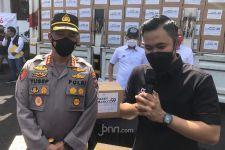 Crazy Rich Malang Membagikan APD dan Sembako untuk Warga Surabaya - JPNN.com