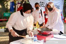 Bu Risma Melelang Nasi Goreng Buatannya Sendiri untuk Amal - JPNN.com