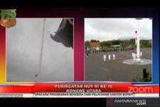 Bendera Merah Putih Jatuh di Pundak Paskibra, Anggota TNI-Polri Langsung Bergerak Cepat - JPNN.com