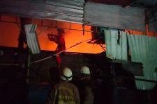 Kebakaran Bangunan Kontrakan 20 Pintu di Pulogadung, Sebegini Kerugiannya - JPNN.com