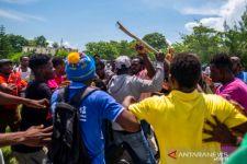 Ribuan Korban Gempa Kelaparan, Langsung Menyerang Truk-truk Bantuan - JPNN.com