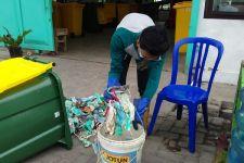 Duh, Sampah Rumah Tangga Masker di Surabaya Mencapai 863 Kilogram per Bulan - JPNN.com