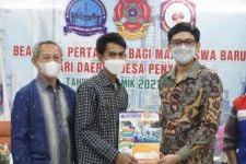 Pertamina Salurkan Beasiswa Kepada 30 Pemuda di Indramayu - JPNN.com