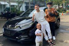Tepati Janji, Raffi Ahmad Belikan Mobil Baru untuk Ucok Baba, Ini Buktinya - JPNN.com