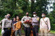 Holidin Ingin Melihat Bunga Raflesia, Mendengar Tangisan Bayi di Hutan - JPNN.com