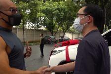 Deddy Corbuizer Berikan Mobil Mewah Ini Kepada Dokter Gunawan, Harganya... - JPNN.com