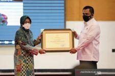 Risma Beri Penghargaan untuk Jaksa dan Polri Pengawal Bansos - JPNN.com
