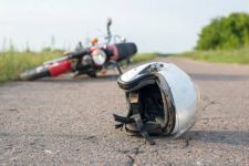 Kurangi Cedera Serius, Begini Teknik Jatuh dari Motor - JPNN.com