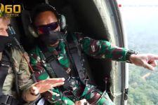 Inilah Momen Jenderal Andika Terbang Menggunakan Black Hawk dengan Pintu Terbuka - JPNN.com