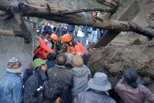 Identitas Korban Tewas Gempa Karangasem Terkuak, Lihat Nih Proses Evakuasinya - JPNN.com Bali