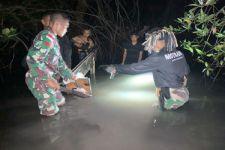 Satgas Pamtas RI –RDTL Gagalkan Penyelundupan Spare Part Mobil, Lihat Nih Aksi TNI di Perbatasan - JPNN.com Bali