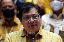 Menko Airlangga: Kebijakan KUR Bukti Keberpihakan Pemerintah kepada UMKM - JPNN.com
