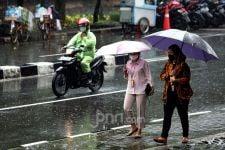 Peringatan Dini Cuaca BMKG, Masyarakat Diminta Waspada Hari Ini - JPNN.com