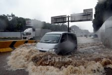 Peringatan Penting BMKG, Warga Jabodetabek Wajib Waspada Potensi Banjir Hari Ini - JPNN.com
