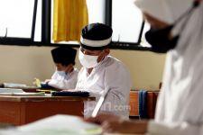 SD di Bekasi Mulai Pembelajaran Tatap Muka, Polisi dan TNI Ikut Mengawasi - JPNN.com