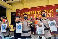 Ini Senjata yang Dipakai Pemuda Sadis Asal Mojokerto Memukul Orang Tuanya - JPNN.com Jatim
