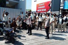 Sejumlah Karyawan dari Perusahaan Wings Datang ke Kantor Disnaker Tulungagung - JPNN.com Jatim