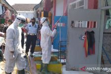 Bangunan Lapas Jember Disemprot Disinfektan Usai Sejumlah Napi Positif Covid-19 - JPNN.com Jatim