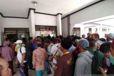 Telantar di Situbondo, Penumpang Kapal Tujuan Madura Tuding Petugas Pelabuhan Kongkalikong - JPNN.com Jatim