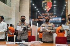 Novi Rahman Hidayat Bareng Tujuh Tersangka Jual Beli Jabatan Kades Diserahkan ke Kejari Nganjuk - JPNN.com Jatim